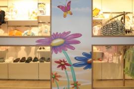 Wandmalerei im Kinder-Fachgeschäft
