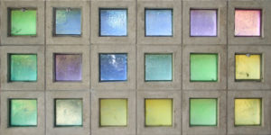 Pastellfarbenes Glas schafft Transzendenz