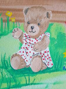 Wandmalerei mit Teddybär für Kita