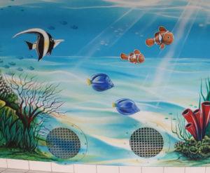 Wandmalerei im Hallenbad für Kinder