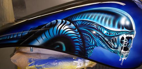 Airbrush und Malerei für Alien Motorradtank