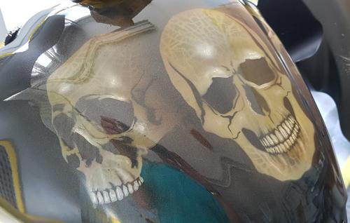 Motorrad-Skull-Airbrush