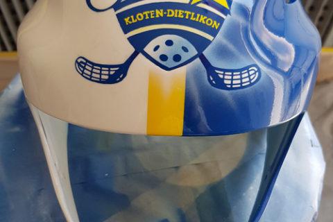 Airbrush auf einem Unihockey Helm